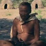 クンダ・ボー アフリカ南部ナミビア、カラハリ砂漠のサン人。人類の祖先に最も近い遺伝子を持つと言われる。